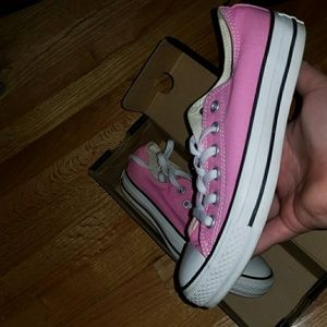 Pink converse chuck Taylor low